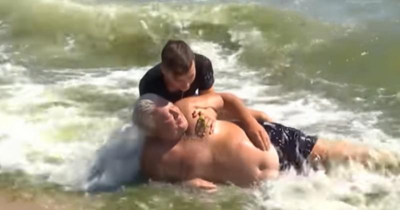Смелый 15-летний юноша спас тонувшего мужчину в Одессе